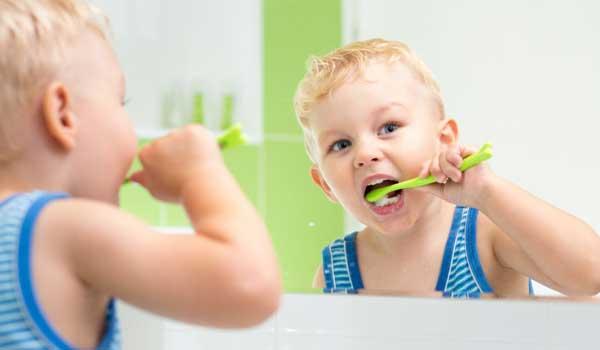 برای آبسه دندان کودکان چه کنیم درمان عفونت دندان شیری کودکان عفونت لثه در کودکان باد کردن لثه دندان کودک