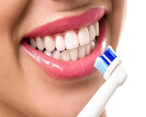 استفاده از مسواک برای جلوگیری از ایجاد پلاک دندان
