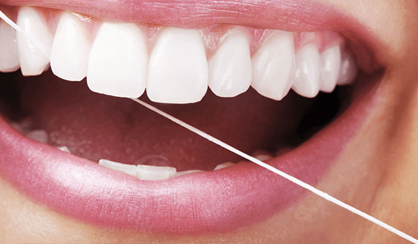 روش صحیح مسواک زدنو نخ دندان کشیدن
