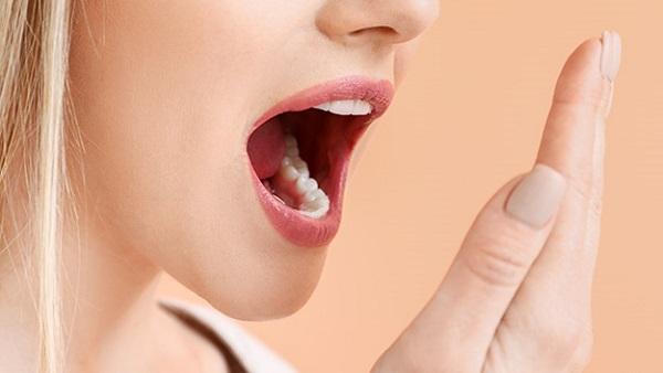 علت بوی بد دهان و راه درمان ان